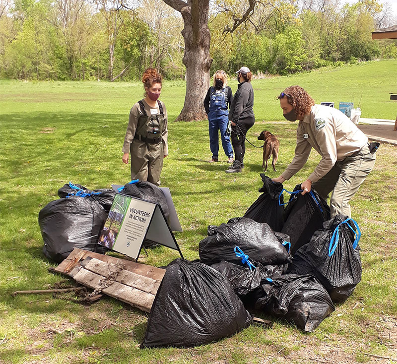 Friends of the Fox River cleanup